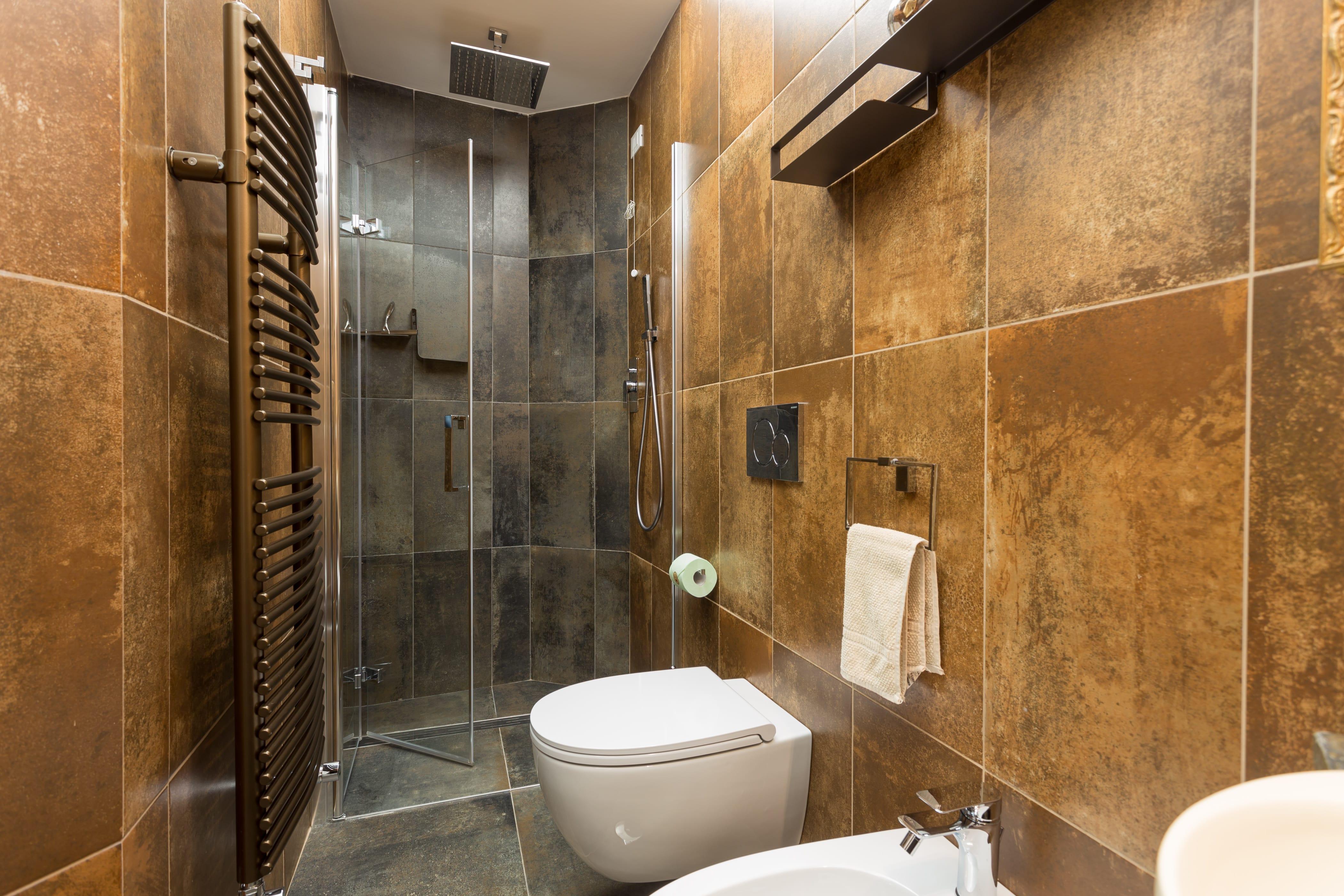 bagno con doccia cromoterapica-min